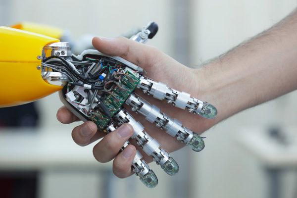 Zusammenarbeit Technik und Mensch
